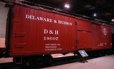 MT 22090 Northern Pacific 40/' Box Car Released November 1997